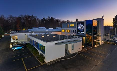 Le siège de la Waterjet AG, fondée en 1989, spécialisée dans la découpe par jet d'eau (waterjet cutting)